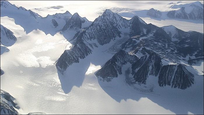 """Obrázek """"http://foto.datjbc.cz/antarktida/letadlo/img00005.jpg"""" nelze zobrazit, protože obsahuje chyby."""